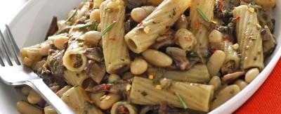 Pasta integrale con funghi e cannellini
