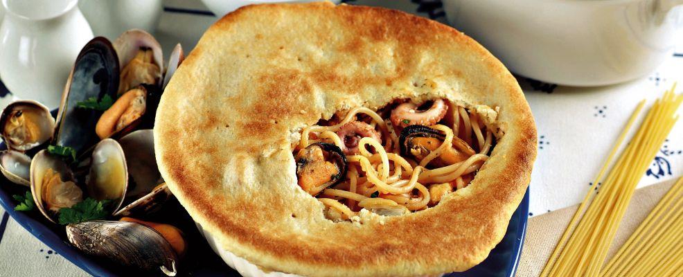 Spaghetti allo scoglio in crosta