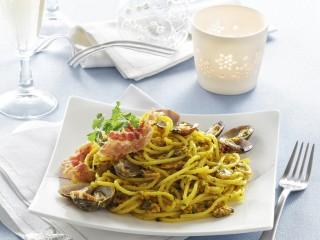 Spaghetti alle vongole, bacon e pesto di bottarga