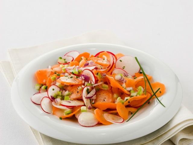 insalata sfiziosa di carote e ravanelli