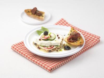 ricotta infornata con ravanelli, cetrioli e olive
