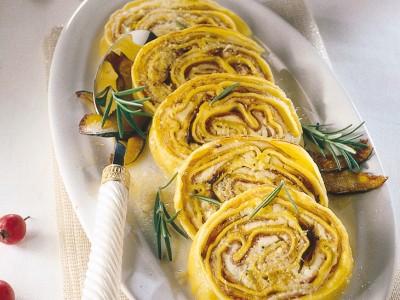 Rotolo di pasta con ripieno di zucca gialla