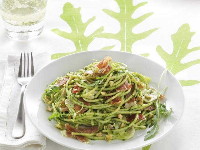 Spaghetti al pesto di rucola e champignon