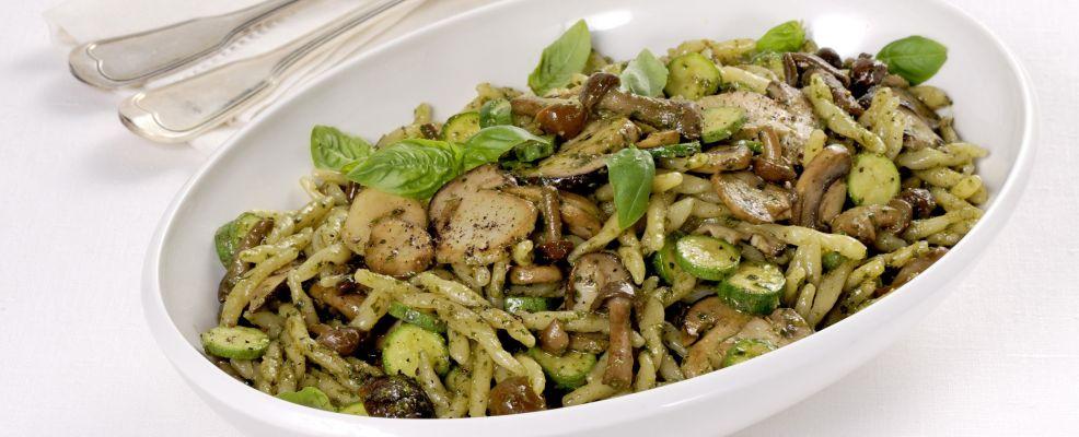 Trofie con funghi e zucchine
