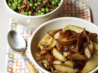 Potato wedges and peas with bacon