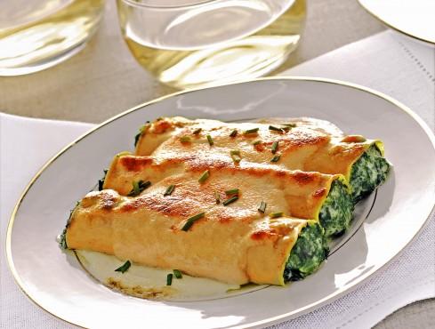 Piatto di cannelloni ricotta e spinaci