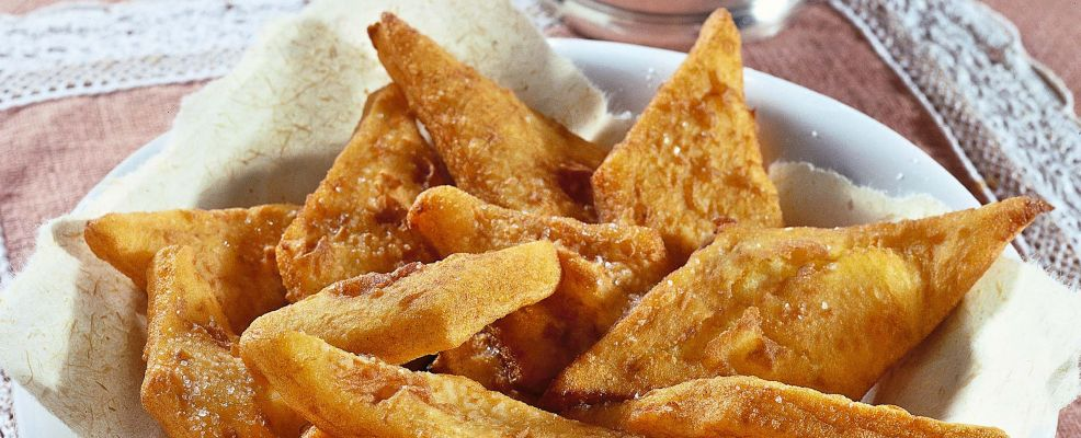 Vassoio di frittelle di patate