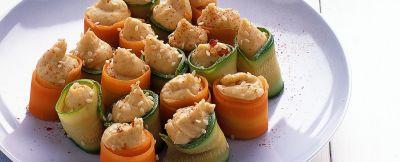 cannoncini di verdura con hummus di ceci
