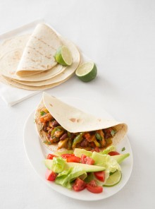 Chili vegetariano sulle tortillas