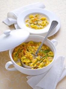 Tortellini vegani in brodo