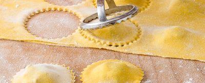 Ricetta Ravioli Per 2 Persone.Come Fare I Ravioli Fatti In Casa Pasta All Uovo Forme E Ripieno Sale Pepe