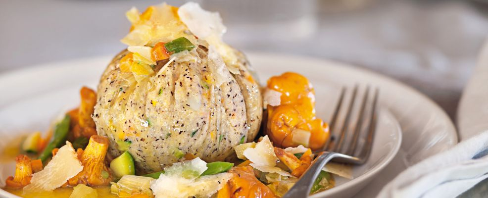 gnocco di polenta taragna con verdure miste e formaggio