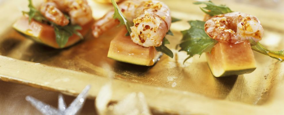 Shrimps on rocket and melon wedges
