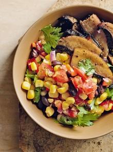 Insalata di mais, funghi e salsa messicana