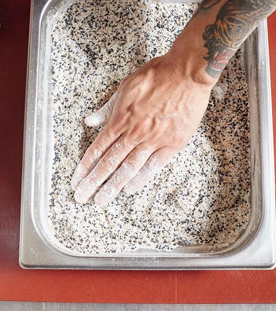 seitan in crosta di sesamo con zucca al forno e porro fritto1