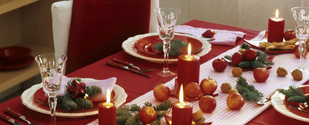 Christmas table decoration with apples