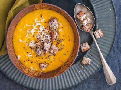 zuppa di riso e zucca con crostini ricetta