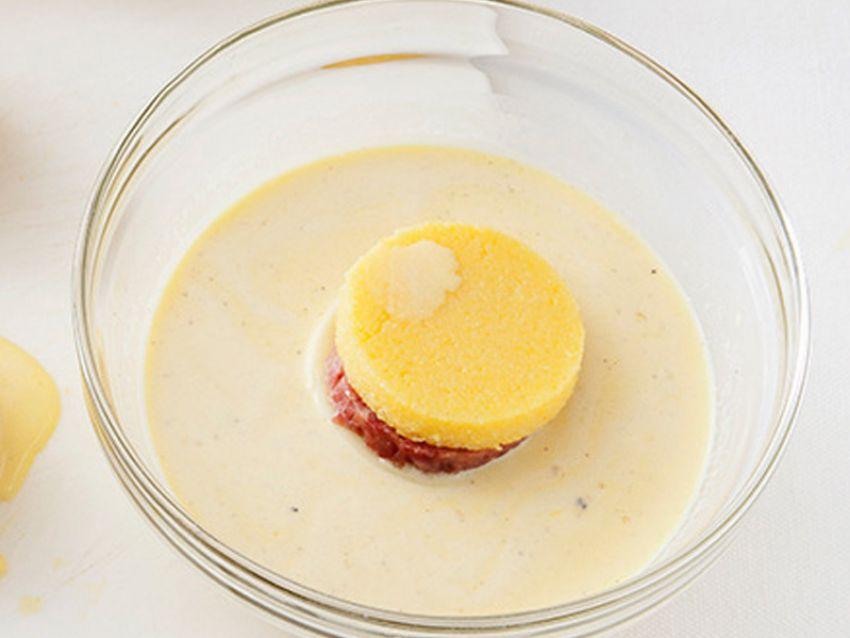 bignè di polenta con zampone e formaggio Sale&Pepe preparazione
