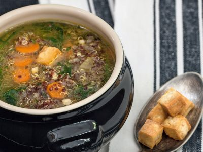 zuppa di quinoa e spinaci ricetta
