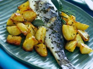 branzino al forno con patate Sale&Pepe ricetta
