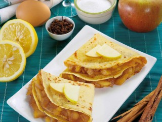 crepes alle mele caramellate Sale&Pepe ricetta