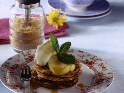 pancake profumati al cocco con banane e yogurt ricetta