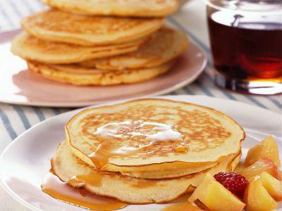 pancake con sciroppo d'acero e frutta fresca ricetta