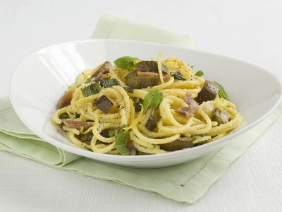 pasta-zucchine-acciughe-menta ricetta