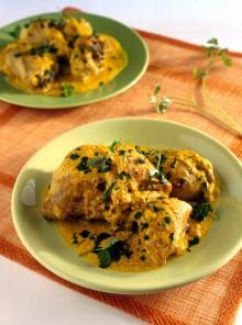 Pollo al curry con yogurt