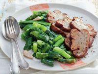 Brasato-di-seitan-ai-funghi-con-asparagi