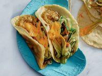 tortilla allo zafferano con crema di cipollotti e fiori di zucchina