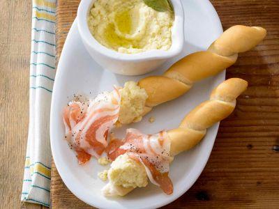 grustin con crema di parmigiano e pancetta al pepe