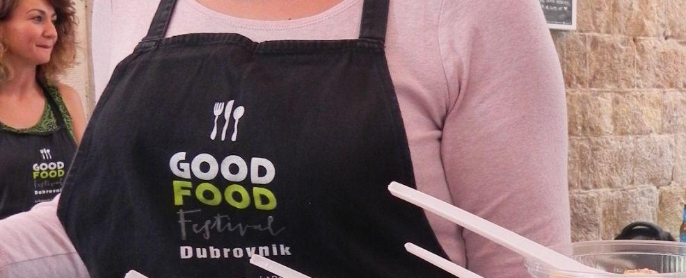 D_Good Food cameriera