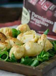 Caramelle di sfoglia ripiene di Parmigiano Reggiano e pere