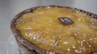 Ernst Knam prepara il frangipane al cioccolato con zenzero e pere