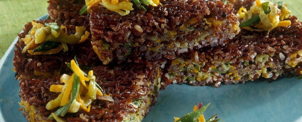 torta-riso-rosso-verdure-sale-e-pepe
