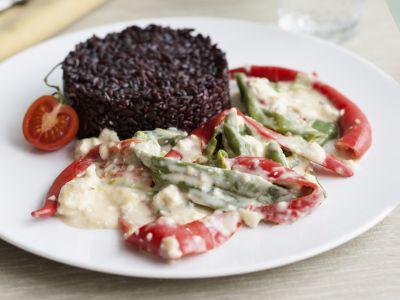 Riso-nero-peperoni-peperoncino-crema-formaggio-ricetta-08