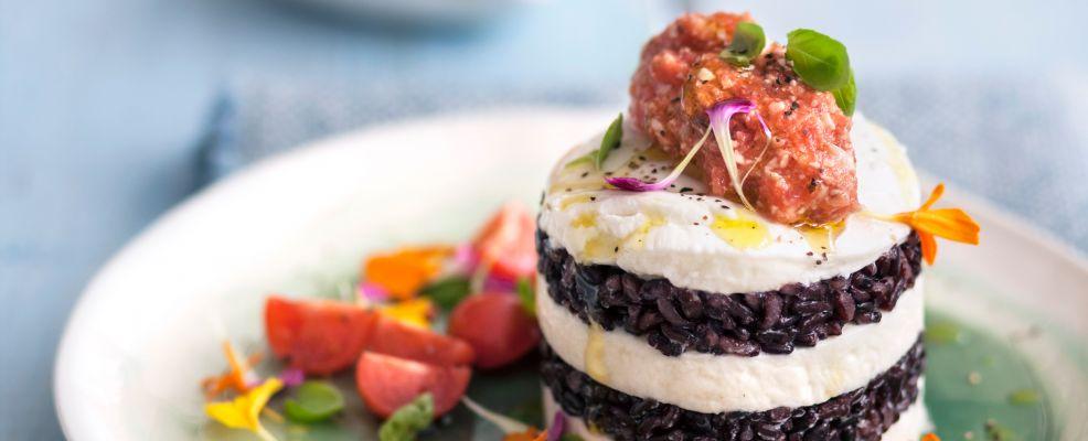 Torretta-riso-venere-crema-mandorle-pomodoro ricetta Sale&Pepe