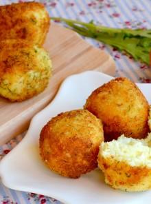 Arancini di riso con burro e formaggio