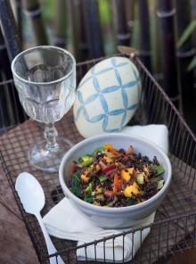 Insalata di riso nero, mango e olio al curry