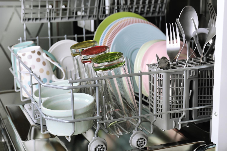 Lavastoviglie usarla al meglio piatti puliti e bolletta leggera