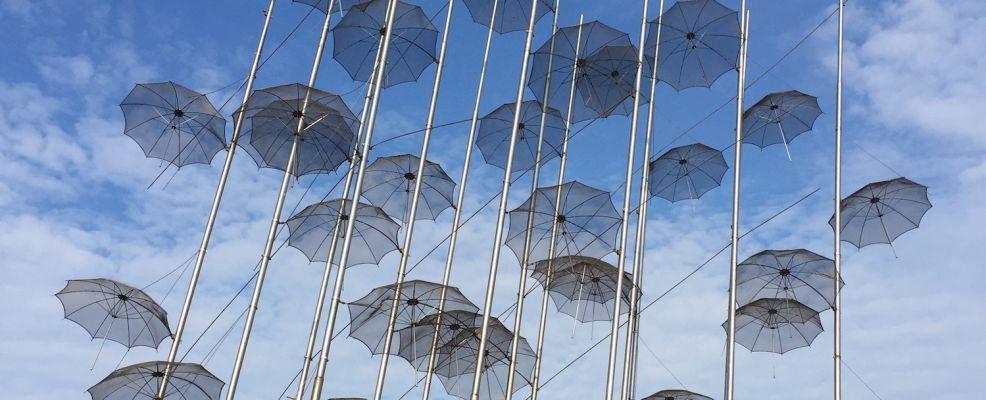 Gli Ombrelli, opera di Georgios Zongolopoulos
