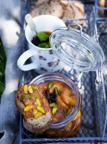 Confettura di pesche, zenzero e pistacchi