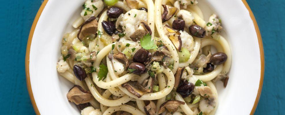 Maccheroni-ferretto-ragù- pescatrice-funghi- olive