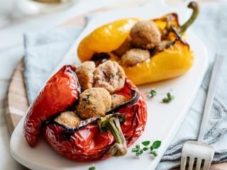 Peperoni-forno-ripieni-polpettine