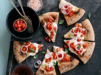 Pizza con pomodorini, burrata e cipolla di Tropea ricetta Sale&Pepe