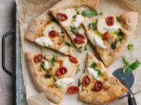 Pizza-multicereali-pesto-bufala-pomodorini