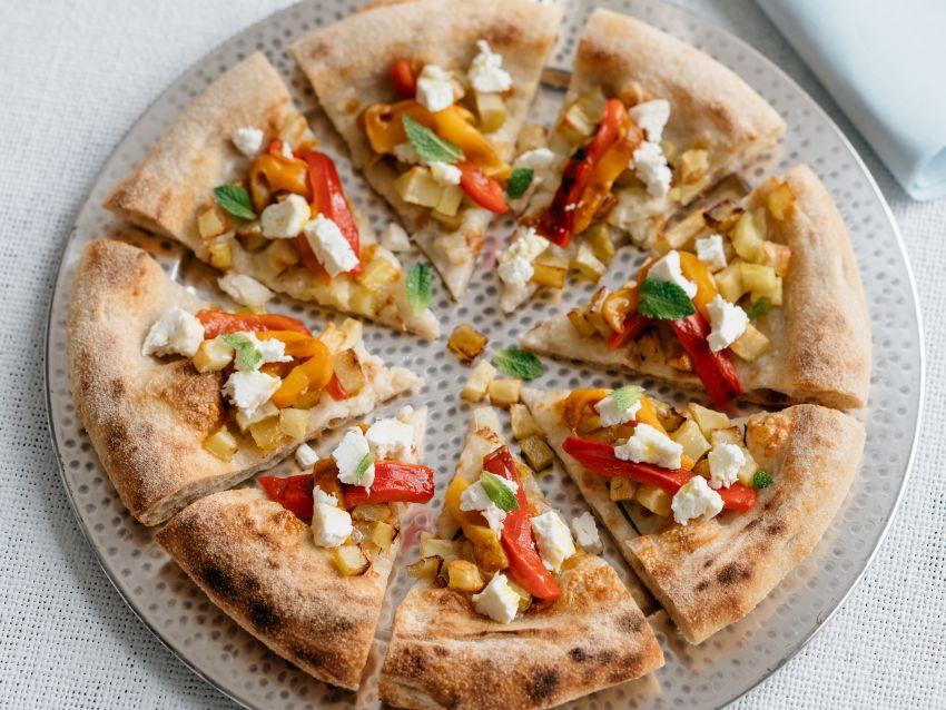 Pizza-peperoni-arrostiti-patate e-robiola-Roccaverano-ricetta Sale&Pepe