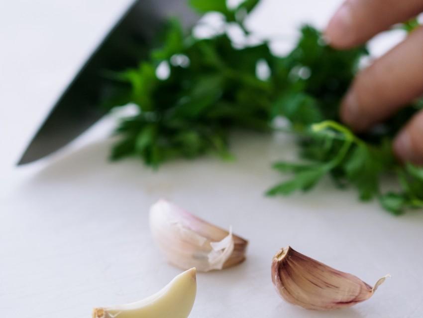 Pizza-salsiccia-pollo-cetrioli-tzatziki-02