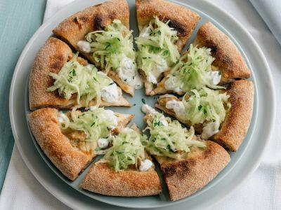 Pizza-salsiccia-pollo-cetrioli-tzatziki-06